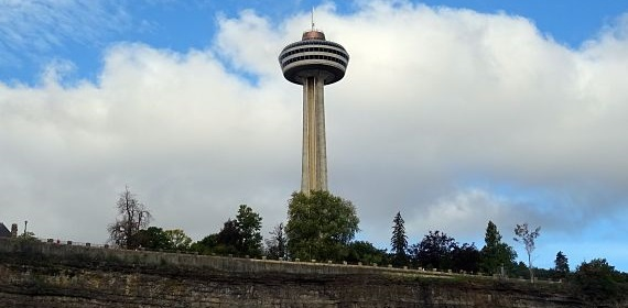 3D Theatre at the Skylon Tower offers exciting movies for kids.