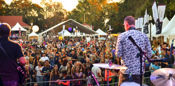 The Niagara Wine Festival features live music from many bands throughout both weekends.